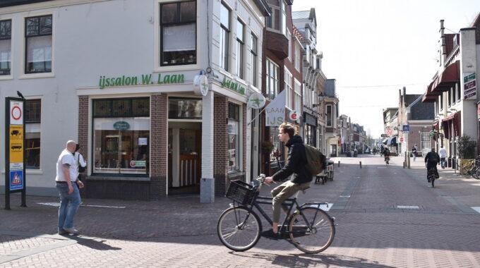 ijssalon w laan binnenstad centrum winkelen ijs fietser fietsen