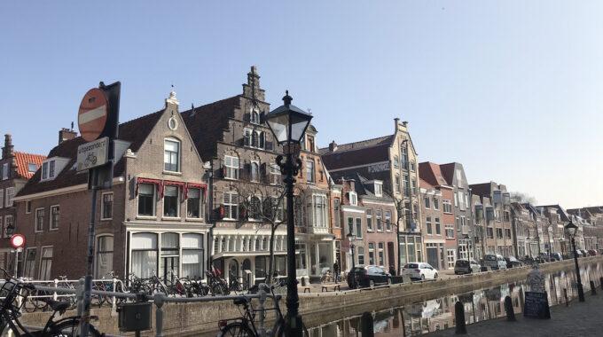 luttik oudorp binnenstad trapgevel gracht huisjes water