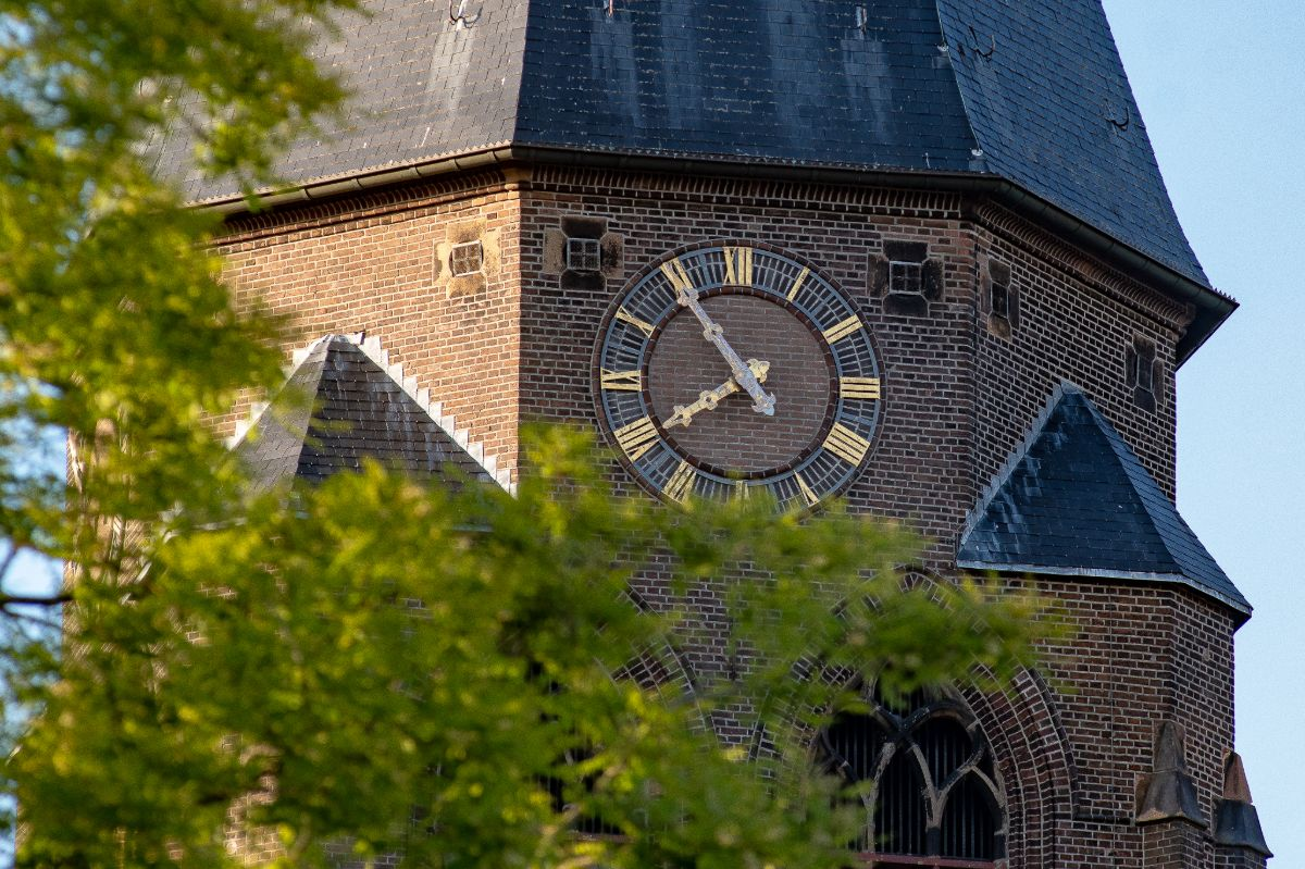 Klok kerktoren Sint George Almelo