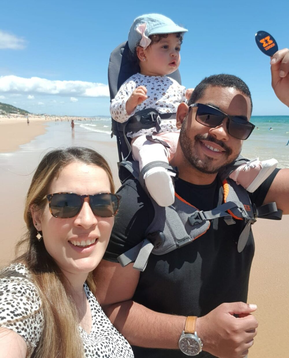 Tamara e seu marido e filho em Portugal