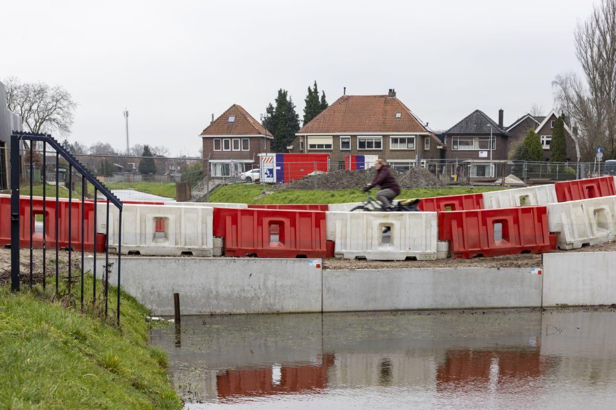 Tijdelijke weg over de Weezebeek Almelo
