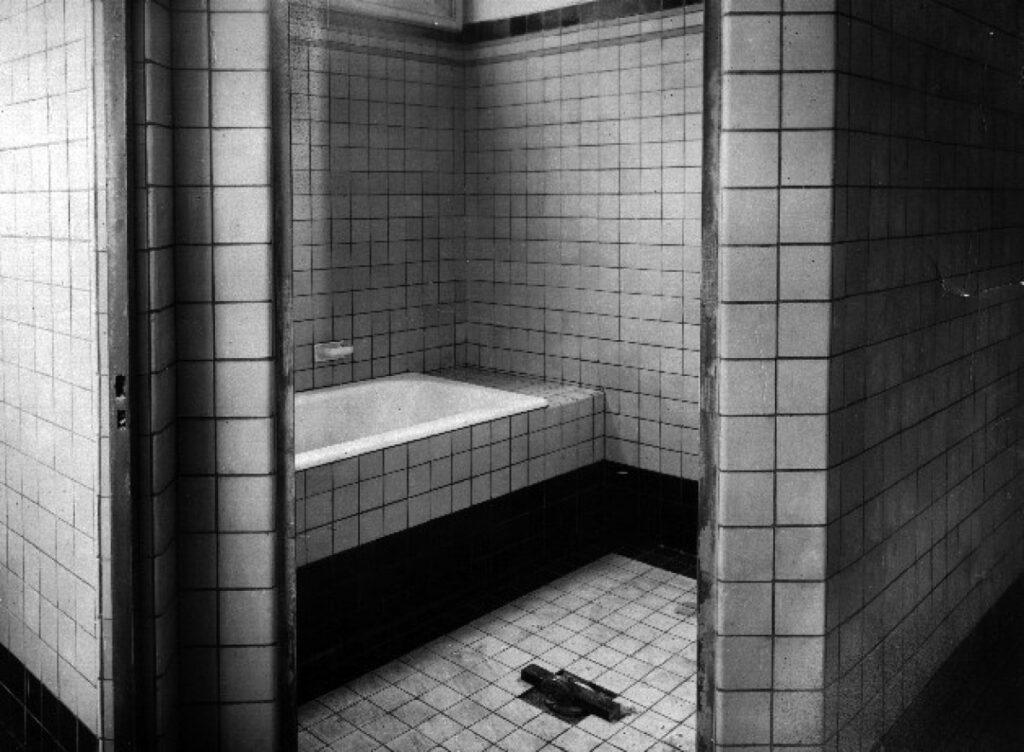 1e klas badkuip in oude badhuis Almelo