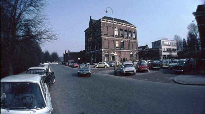 Oude HBS in Almelo, later badhuis.