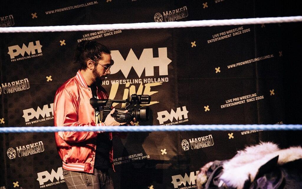 Jordy te Braak verschuilt zich tijdens worstelshows liever achter de camera. Beeld: Anna Smakman