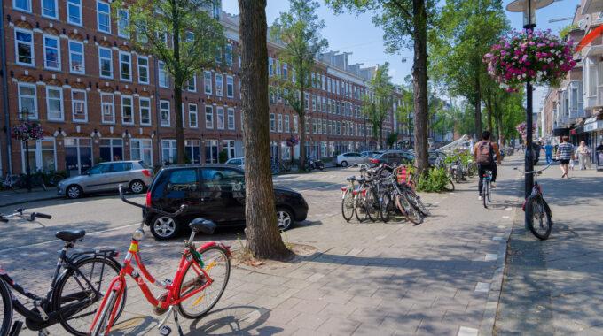 eerste van swindenstraat dapperbuurt amsterdam oost fietsen auto