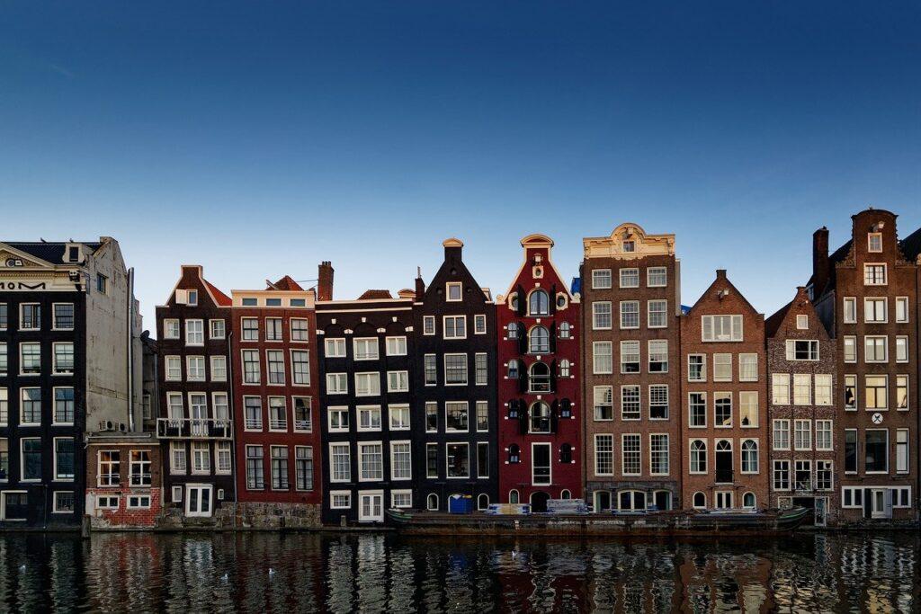 Amsterdam op één na beste stad Voorgevels grachtenpanden Amsterdam Centrum