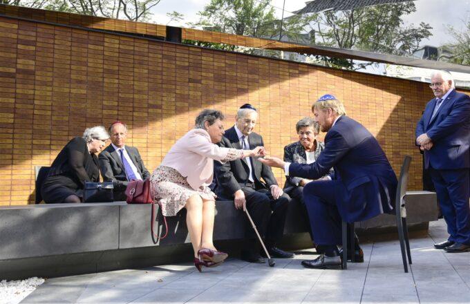 Het Holocaust Namenmonument Amsterdam is geopend voor publiek en zo plan je je bezoek