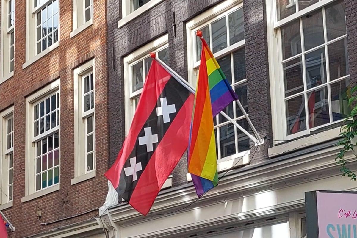 vlag amsterdam regenboogvlag