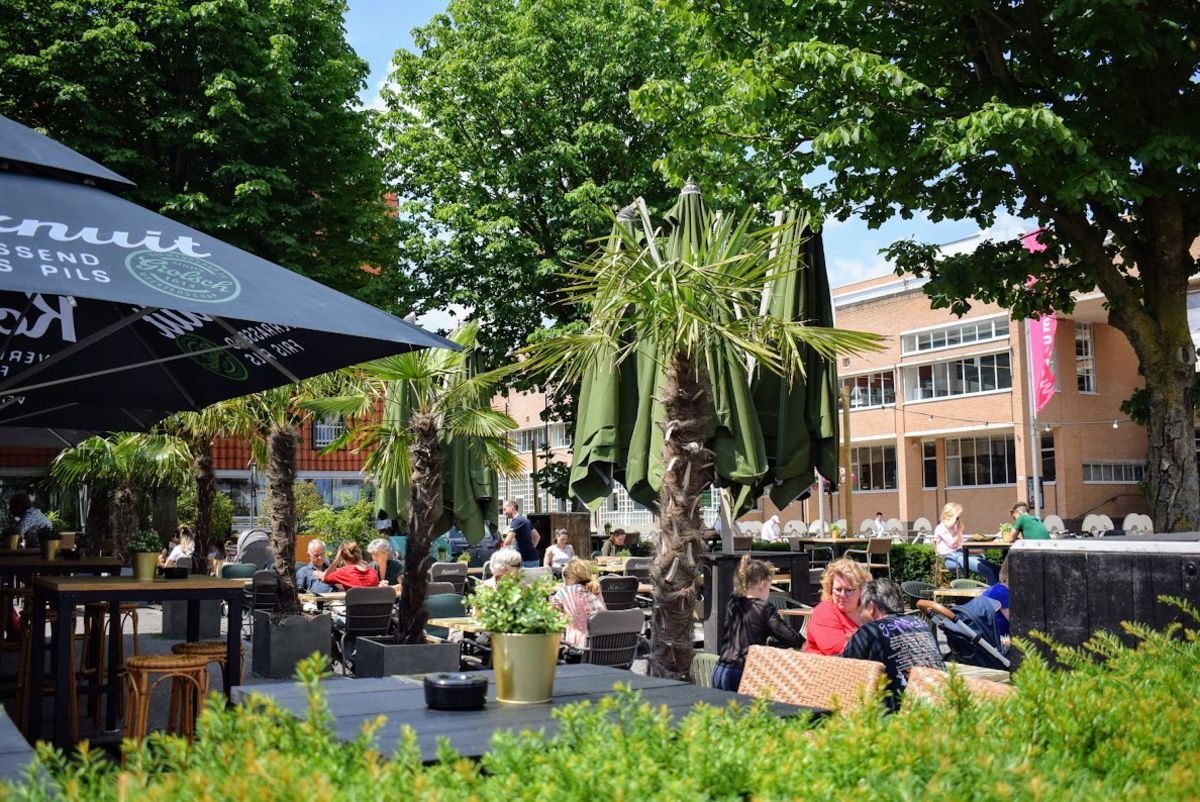 zomer terras stadscafe