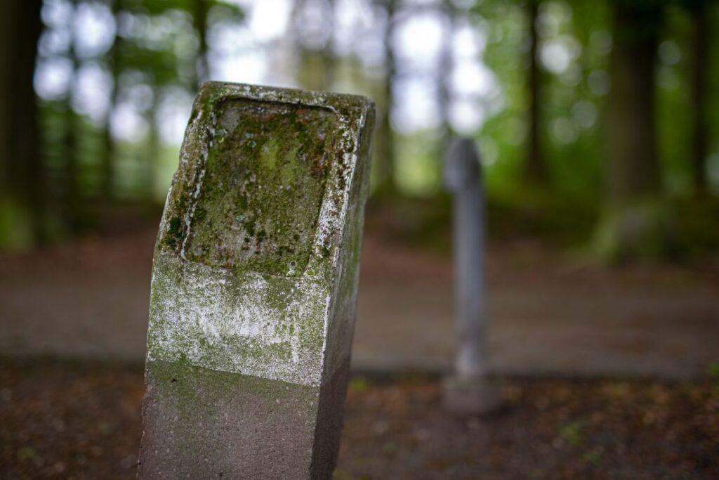 mysterie paaltjes Kayersbeek