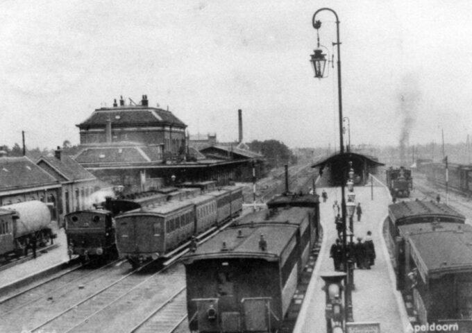 Stationsemplacement vanaf de spoorwegovergang 1910