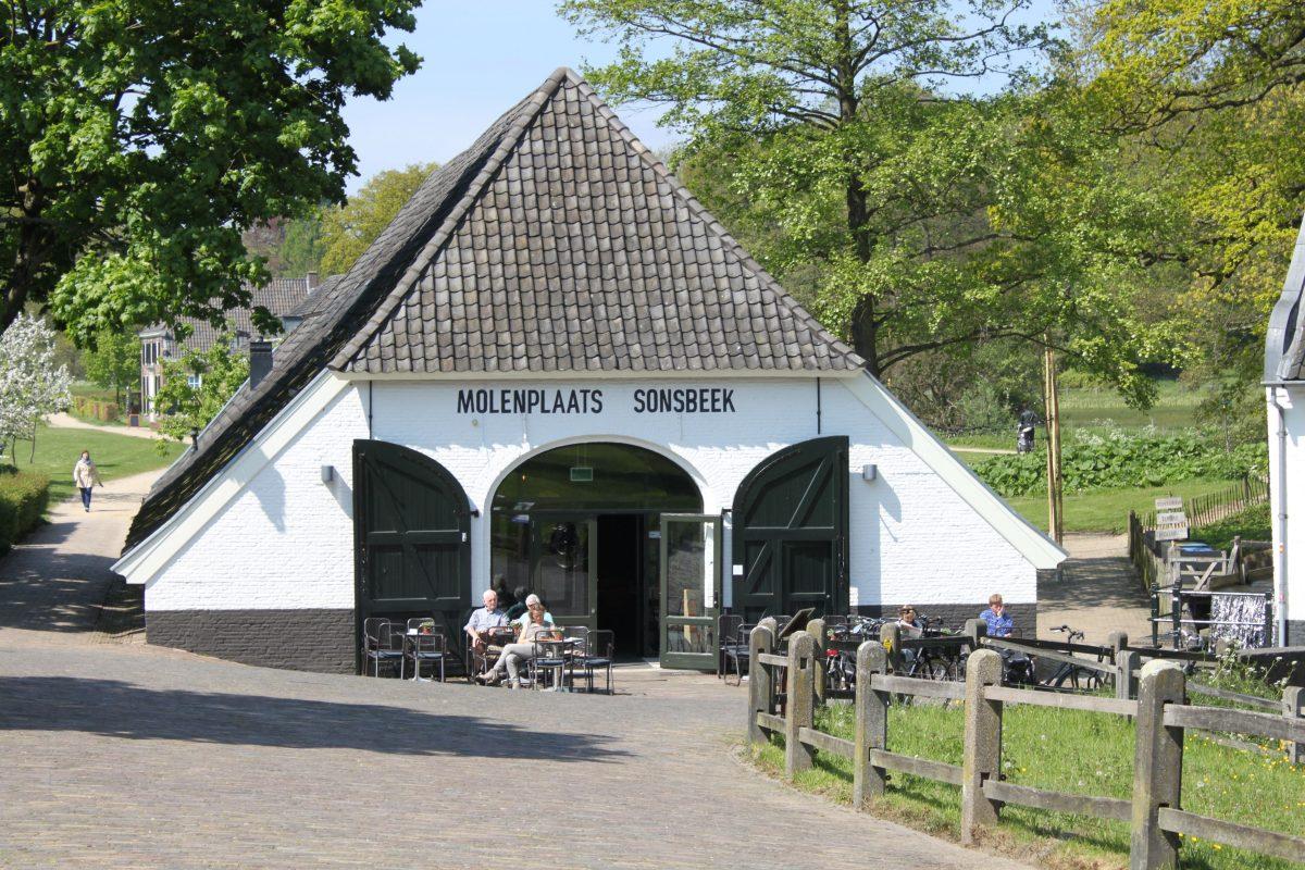 De Molenplaats bij de Sint Jansbeek