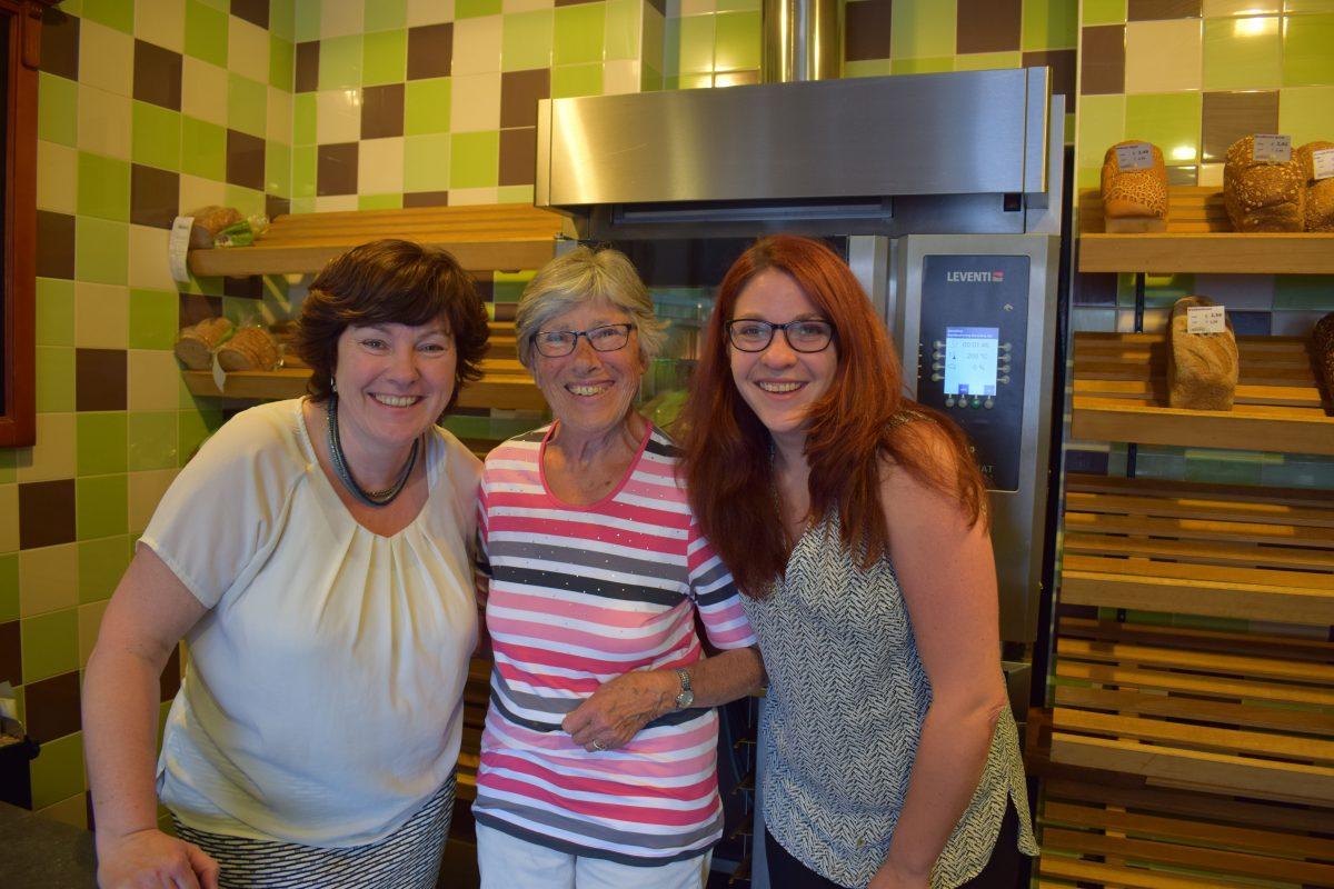 Drie generaties vrouwen van Bakker Hilvers: Wilma de Boer-Hilvers, Dicky Hilvers en Nanda de Boer.