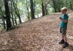 Geocaching of ook wel schatzoeken 2.0 is leuk voor volwassenen en kinderen.