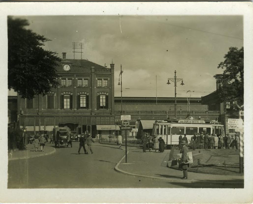 Station Arnhem Centraal ergens in de jaren dertig. Bron: Gelders Archief nummer 1501 - 10861