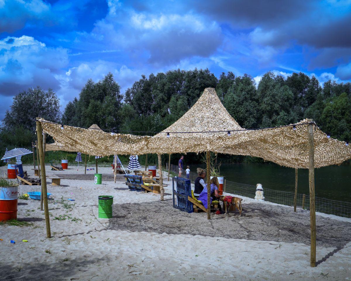 Het strand van FortVier: alsof je in Ibiza bent