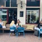 Het terras van café Babo