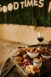 wijntjes en een heerlijke borrelplank bij JEU