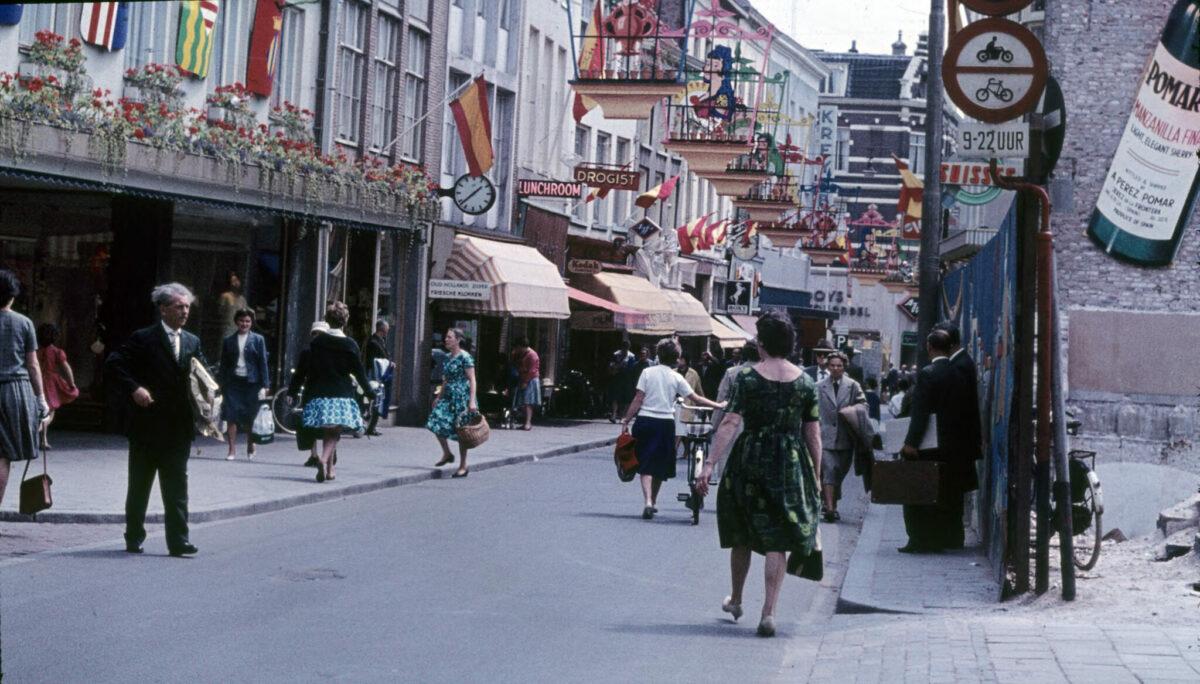De Jansstraat eind jaren zestig. Foto: Gelders Archief 4634