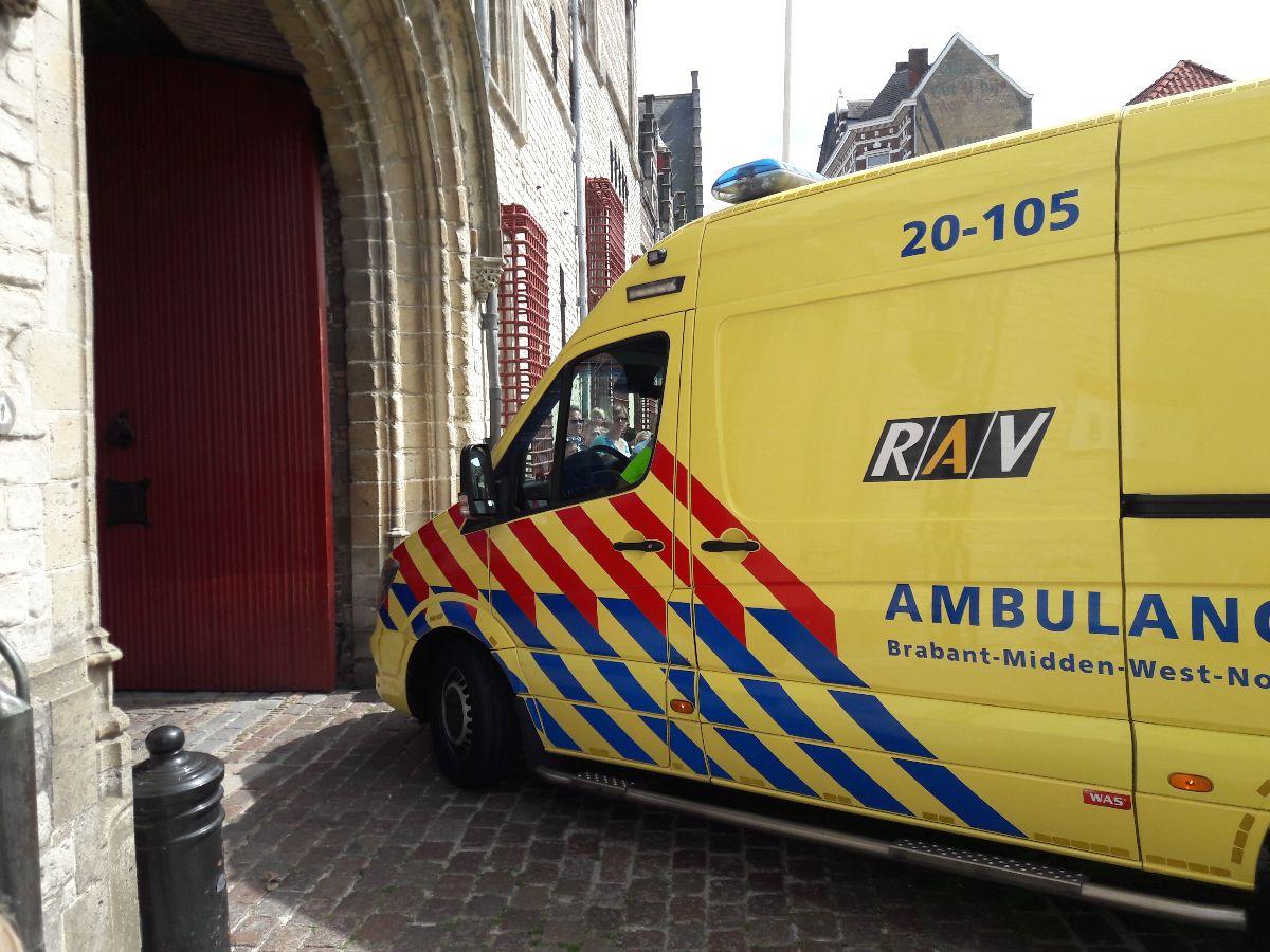 Zorgverzekering Bergen op Zoom coronavirus thuiswerken bergen op zoom maria ommegang ambulance