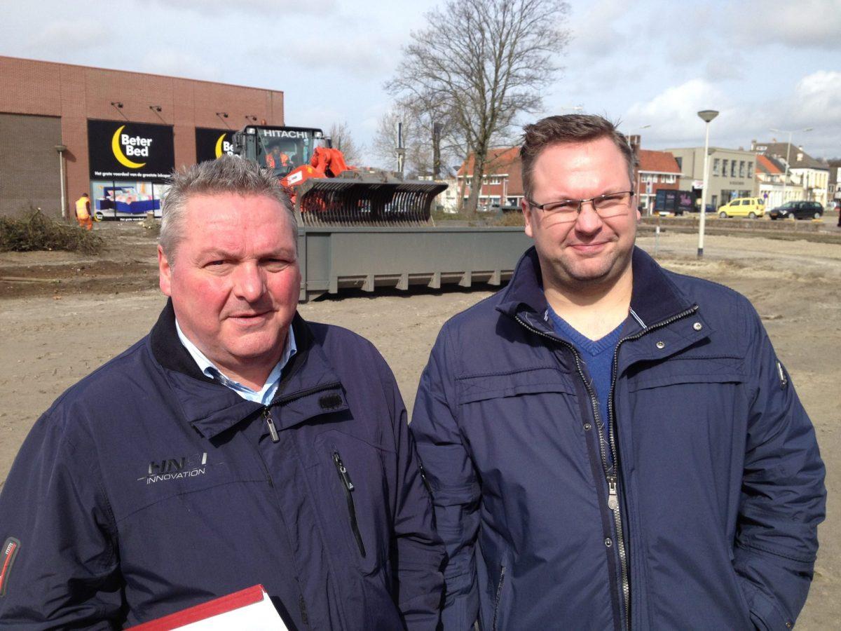 bergse dumphal Ger en Peter van Hooijdonk op de plek waar de nieuwe Bergse Dumphal komt. Foto: BN DeStem 27-03-2015