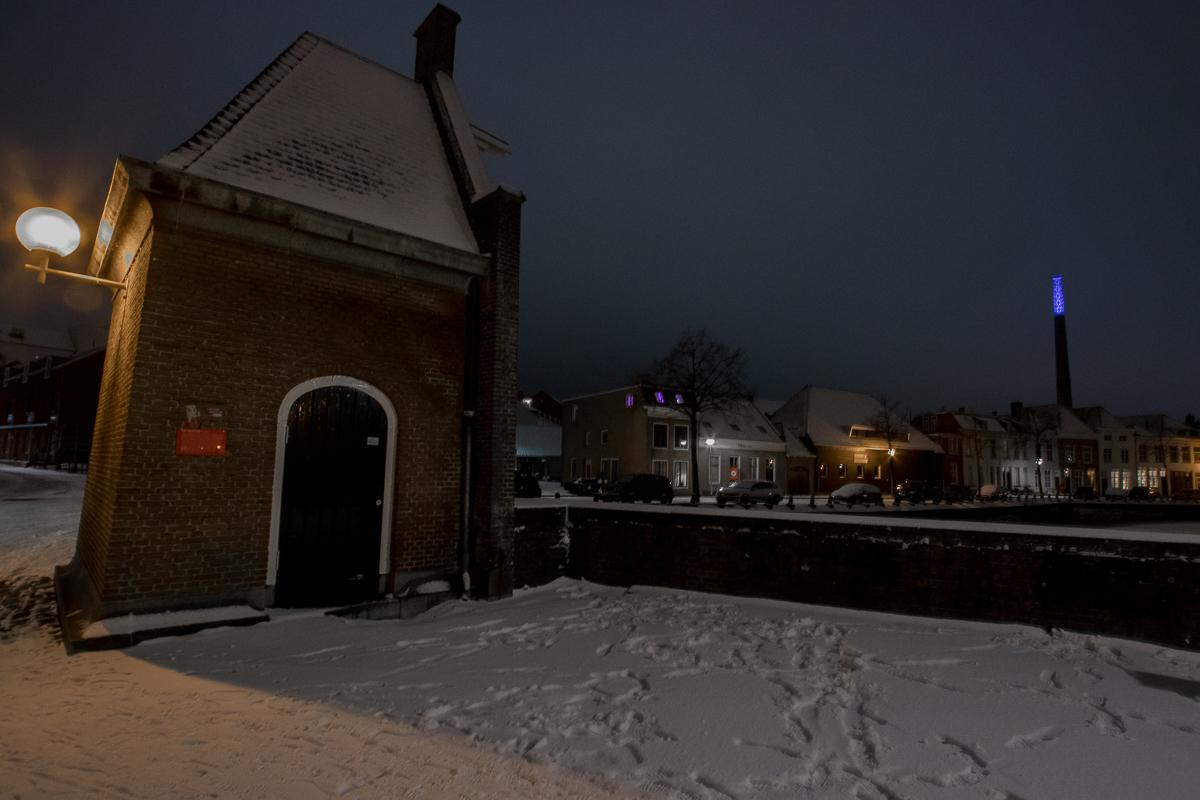avond sneeuw kaai