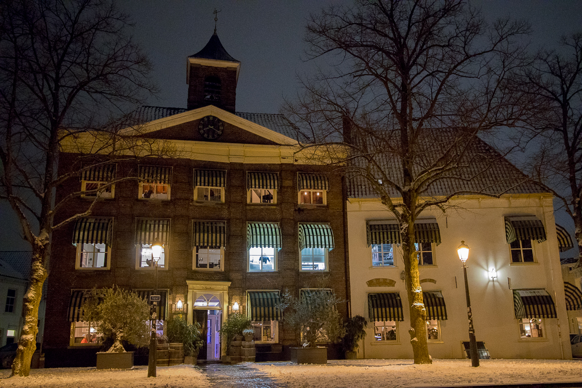 sneeuw avond spuihuis