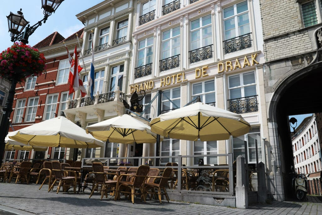 De Draak terras hotel Toeristenbelasting Bergen op Zoom