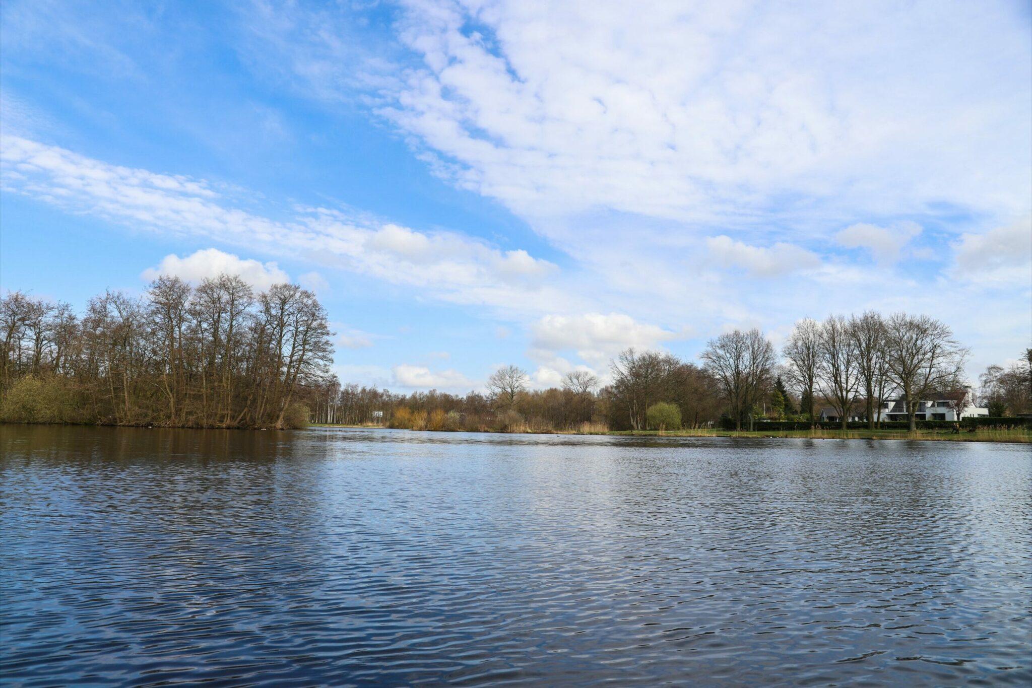 weer pasen bergen op zoom noordgeest water park natuur meer kale bomen