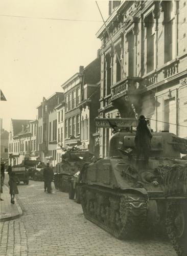 Duitse Ortskommandantur steenbergsestraat tweede wereldoorlog tank tanks bevrijders