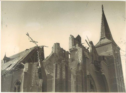 Tweede Wereldoorlog Bergen op Zoom kerk bolwerk Martelaren van Gorkumkerk tweede wereldoorlog schade
