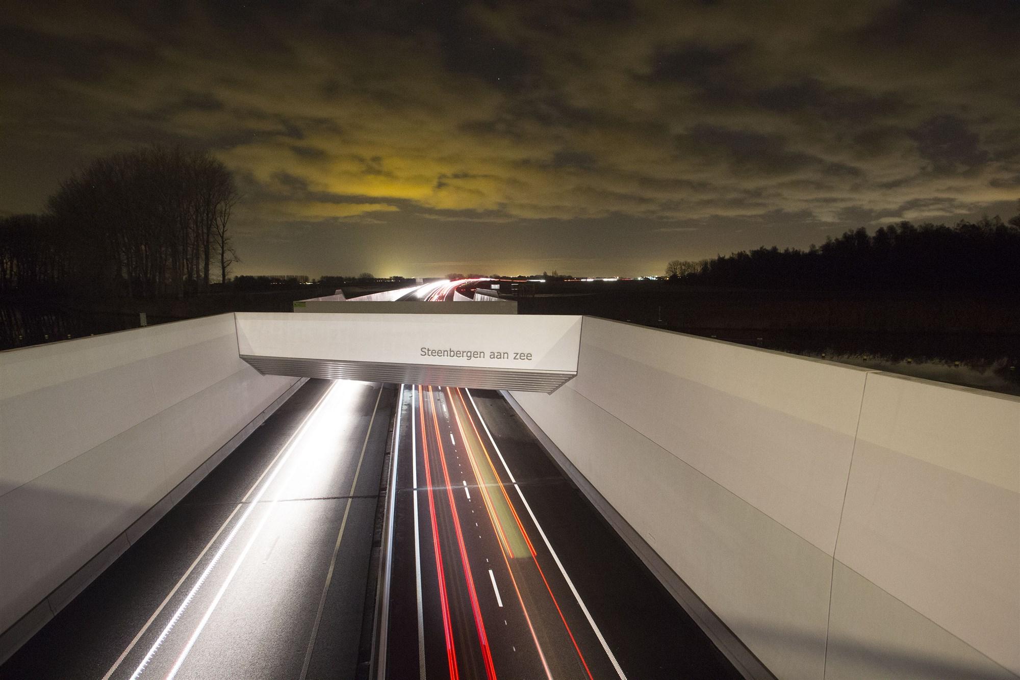 viaduct a4 snelweg steenbergen
