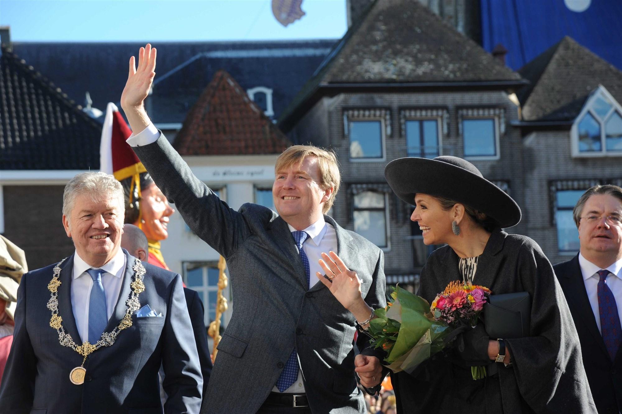 koning Koningin willem-alexander willem alexander maxima peperbus stadsreuzen trui van de toren burgemeester