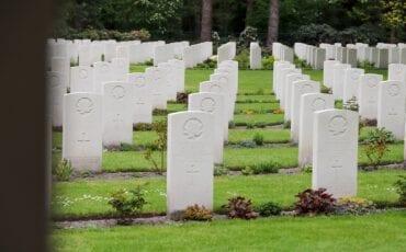 Oorlogsslachtoffers bergen op zoom oorlogsmonument oorlogsmonumenten bergen op zoom tweede wereldoorlog monument canadese begraafplaats canada candees kerkhof