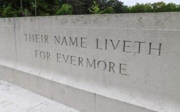 oorlogsmonument oorlogsmonumenten bergen op zoom tweede wereldoorlog monument canadese begraafplaats canada candees kerkhof