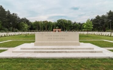 militaire erevelden bergen op zoom oorlogsmonument oorlogsmonumenten bergen op zoom tweede wereldoorlog monument canadese begraafplaats canada candees kerkhof
