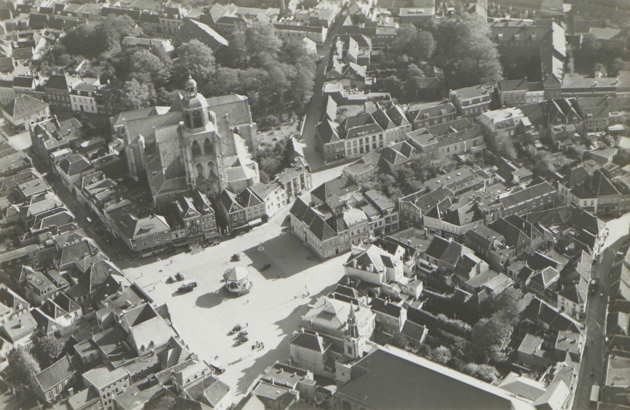 grote markt luchtfoto luchtfoto's peperbus kerk maagd theater kiosk