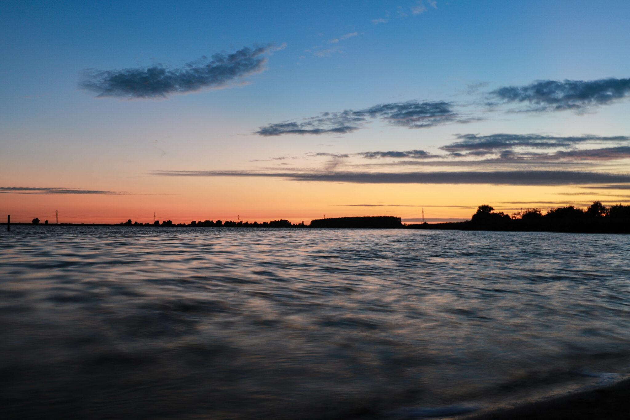 z ijd bergen op zoom Zonsondergang zon water binnenschelde rode lucht meer