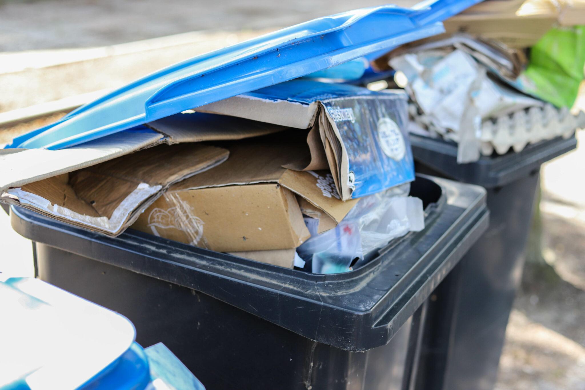 vuilnisbak container kliko papierbak papier blauwe bak afval oud papier