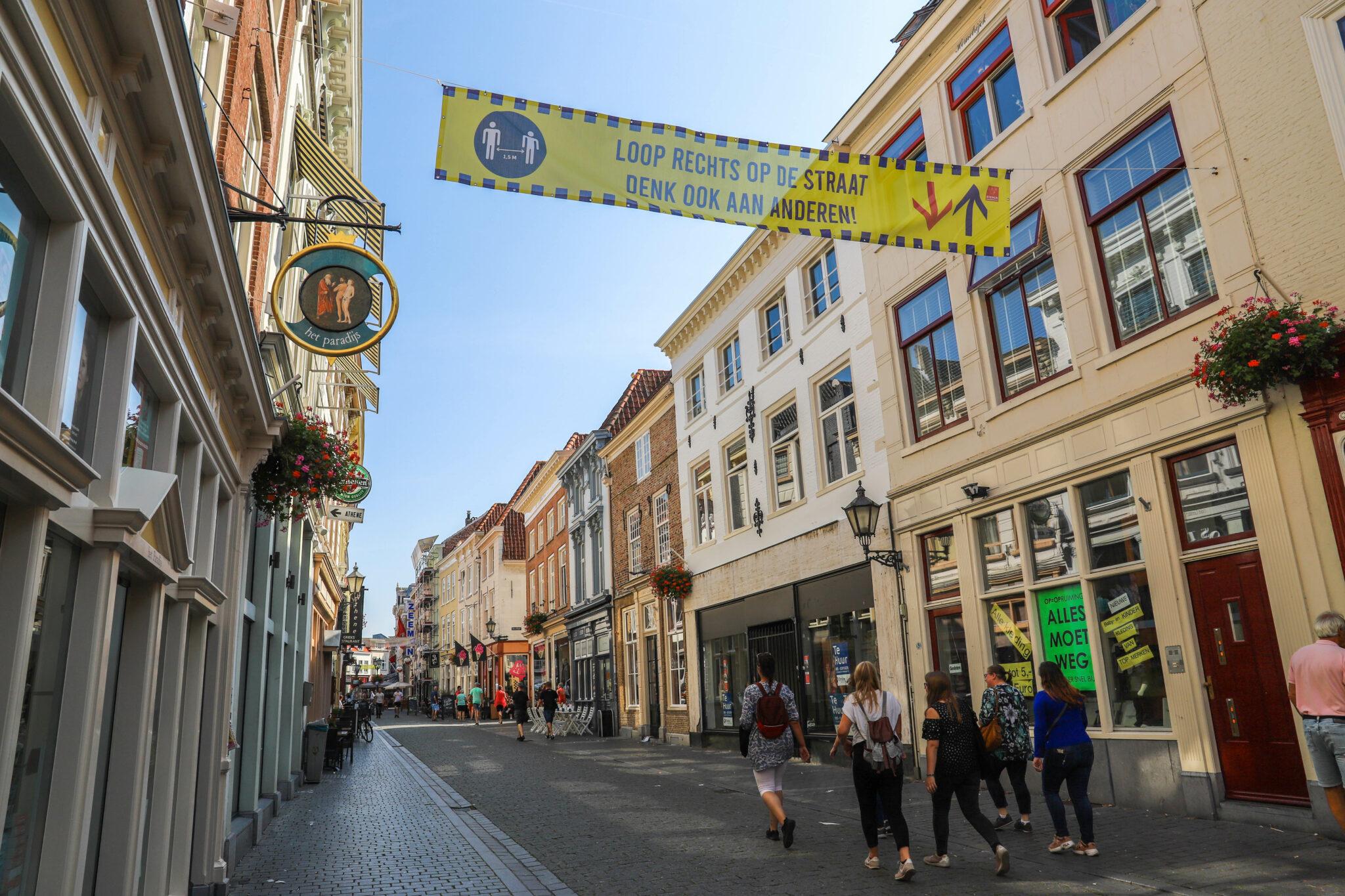 weerbericht april fortuinstraat winkelen winkels shoppen vierkantje corona rechts lopen