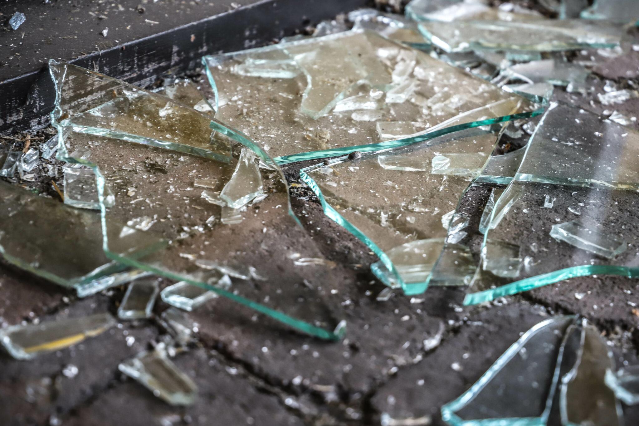 de spil bergse heide bergs zand park glas gebroken scherven