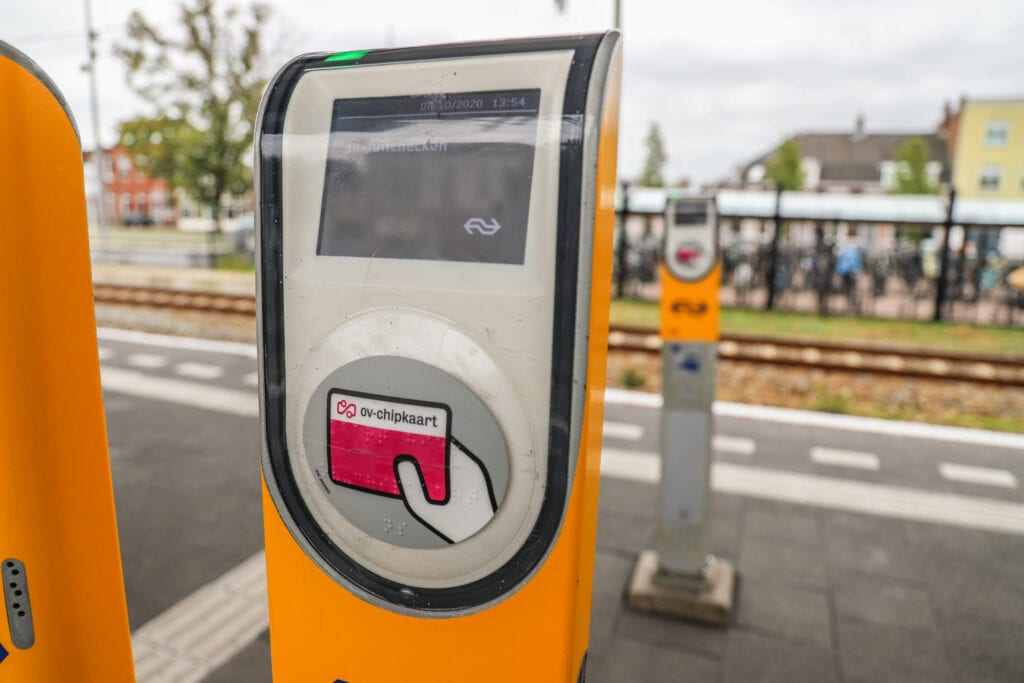 station treinstation bergen op zoom trein treinen ov openbaar vervoer perron spoor inchecken paal incheckpaal incheckzuil ov-kaart ov-chipkaart