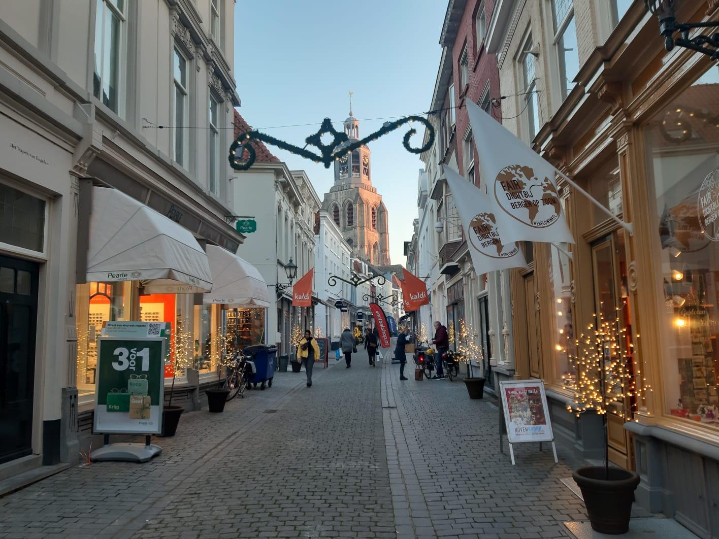 https://www.weeronline.nl/nieuws/29-11-2020-maandverwachting-weer-december kremerstraat vierkantje kerst kerstmis kerstversiering peperbus kaldi