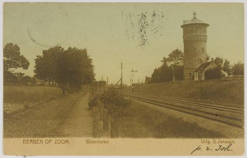 Brouwerijbaan; rechts de watertoren en de spoorlijn.