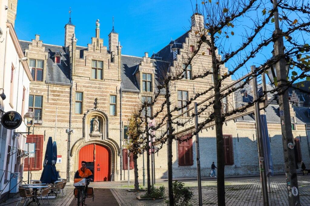 markiezenhof postbode postnl post beursplein
