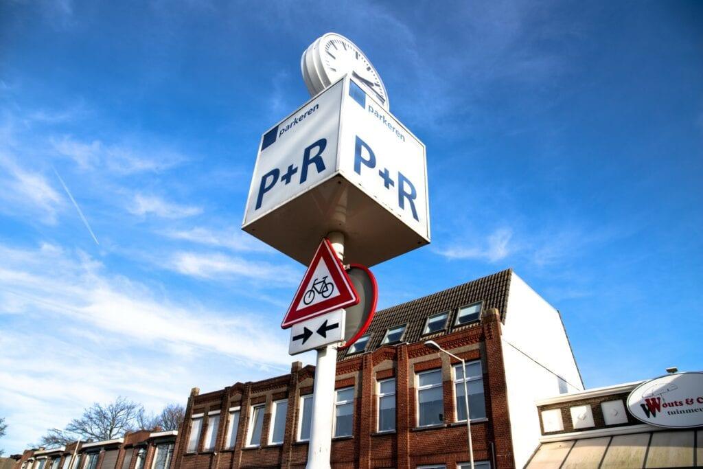 P+R Bergen op Zoom Station stationsstraat perron parkeren P+R
