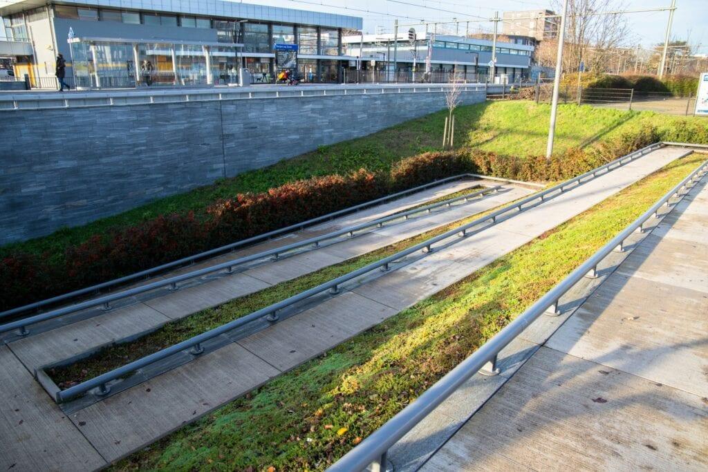 Station stationsstraat perron tunnel trap trapje