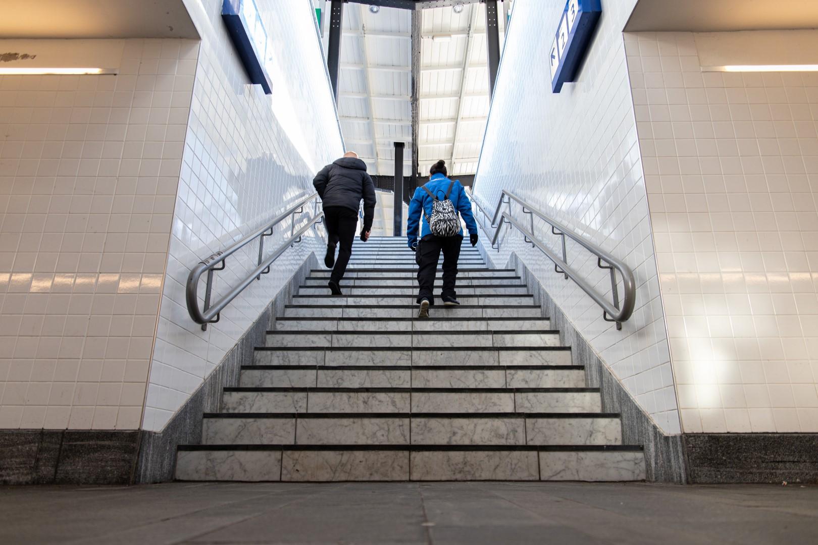 Station stationsstraat perron tunnel trap trapje trein