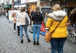 Bergen op Zoom coronamaatregelen drukte binnenstad rijen winkelen