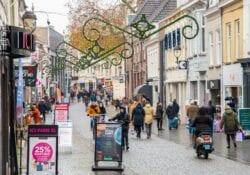 vacatures bergen op zoom 2020 Bergen op Zoom wouwsestraat winkelen winkelende mensen drukte shoppen winkelstraat december winter
